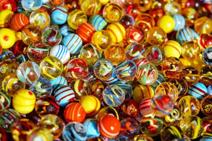 Färggranna glaskulor