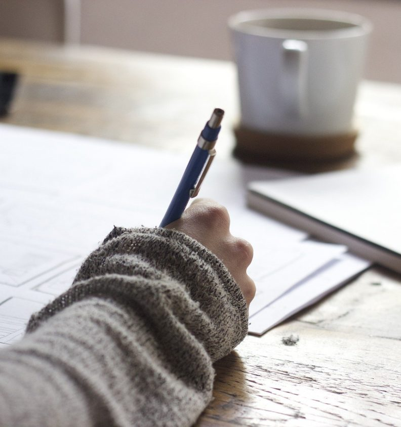 en person som skriver